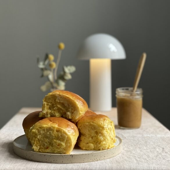 Kuerbis-Milchbroetchen