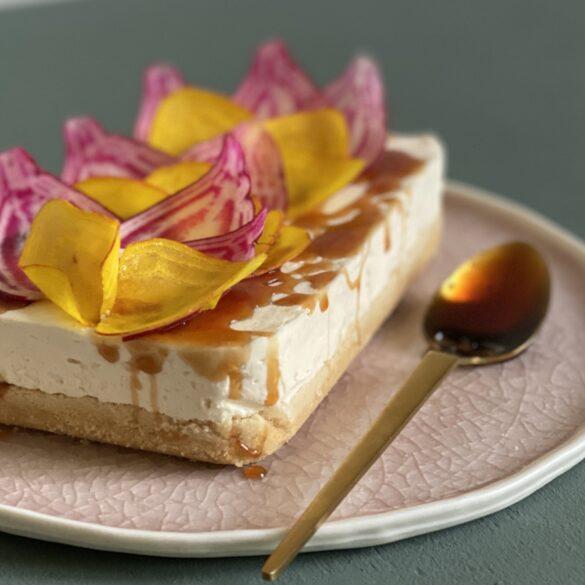 Cheesecake mit Ringelbeete und Honig